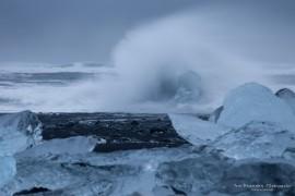Storm at Jökulsarlon black beach