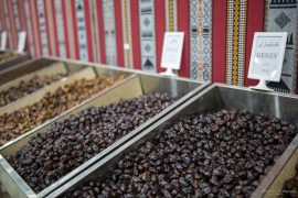 Taste and Shopping of Dates
